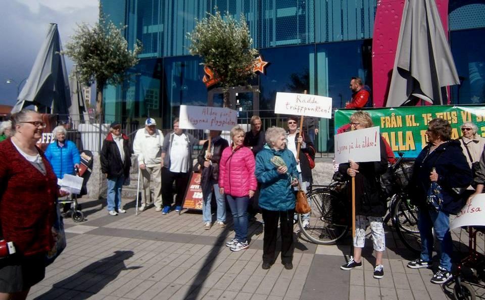 protester utanför Mirum 7 maj